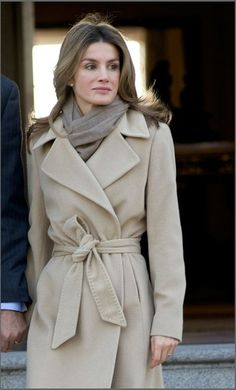 love this coat & scarf together! #winter #scarves #coats