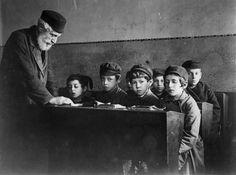German Jewish children found shelter in Eastend, London, England. 1933.