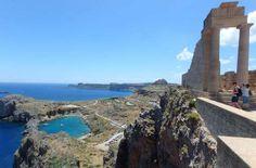 Saint Paul's Bay, vista do alto da Acrópole de Lindos, na Ilha de Rhodes - Foto: Ticiana Giehl e Marquinhos Pereira/Escolha Viajar