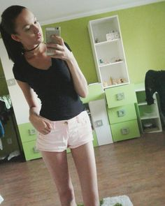 Summer ootd, outfit, shirt pink and black top- t-shir, selfie mirror, brunnete hairstyle, choker