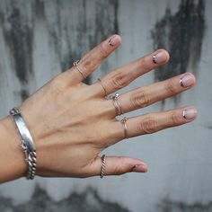 minimalist nails art and lots of simple stackable rings... love this!