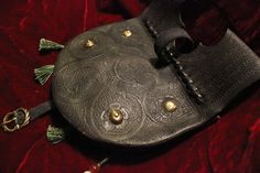 Girdle purse 1370s