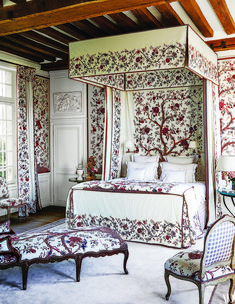 Brothers Alexandre and Charles-Henri Braquenié of the namesake French fabric house created in 1824 became famous for their print, Le Grand… French Fabric, Fabric Houses, French Country House, Country Houses, Country Charm, French Farmhouse, Guest Bedrooms, Country Bedrooms, Modern Bedrooms