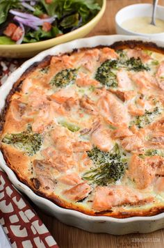 Slimming Eats Low Syn Salmon and Broccoli Quiche with Sweet Potato Crust - Slimming World and Weight Watchers friendly Keto Quiche, Crustless Quiche Slimming World, Sw Quiche, Frittata, Salmon Recipes, Seafood Recipes, Cooking Recipes, Healthy Recipes, Vegans