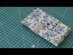 Facilicima cartera billetera - YouTube Floral Tie, Make It Yourself, Youtube, Videos, Scrappy Quilts, Pocket Wallet, Hampers, Handbag Patterns, Sewing Projects