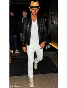 Lewis Hamilton accessoirise parfaitement sa tenue
