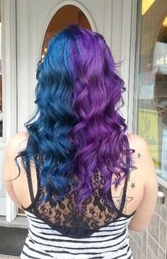 split dyed hair blue and purple Blonde Ombre Hair, Dyed Hair Blue, Hair Color Purple, Hair Dye Colors, Dye My Hair, Hair Color For Black Hair, Cool Hair Color, Color Black, Half Colored Hair