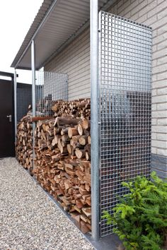 outdoor firewood rack - Check out these super easy DIY outdoor firewood racks. You can store your wood clean and dry and it allows you to buy wood in bulk, saving you money. Outdoor Firewood Rack, Firewood Shed, Firewood Storage, Stacking Firewood, Outdoor Storage, Small Gardens, Outdoor Gardens, Indoor Outdoor, Wood Store