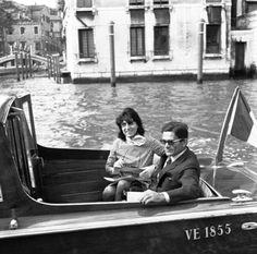 FOTO DEL GIORNO - Pier Paolo Pasolini e Anna Magnani a Venezia, 1962 [Archivio Cameraphoto Epoche]...