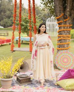 Stylish Dresses For Girls, Girls Dresses, Indian Dresses, Indian Outfits, Women Salwar Suit, Beige Suits, Silk Dupatta, Spray Roses, Vanilla Cream