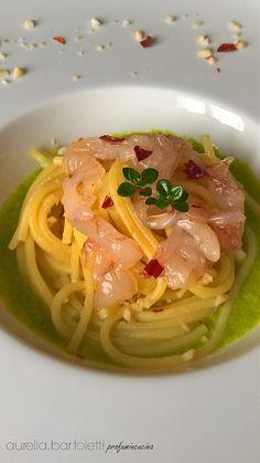 spaghetti con crema di scalogno, gamberi e vellutata di zucchine