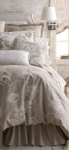 Nice Deco Chambre Romantique Adulte that you must know, You?re in good company if you?re looking for Deco Chambre Romantique Adulte Dream Bedroom, Master Bedroom, Bedroom Furniture, Bedroom Decor, Romantic Room, Chandelier Bedroom, Beautiful Bedrooms, Shabby Chic Decor, Home Collections