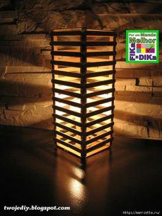 Luminária feita com palitos de picolé.