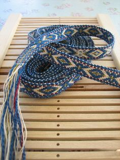yarnjungle's Blue XOX ribbon in Sami pattern