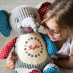 """Gefällt 73 Mal, 1 Kommentare - Baby & Kinder (@mikuliniii) auf Instagram: """"Elefanten gehen einfach immer, oder? Die großen Riesen sind echt beeindruckende Lebewesen🐘Hast du…"""" Baby Kind, Crochet Hats, Teddy Bear, Animals, Instagram, Just Go, Elephants, Cuddling, Knitting Hats"""