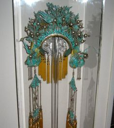 http://beverleyjackson.com/wp-content/uploads/2012/03/kingfisher_headdress.jpg
