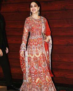 Karisma Kapoor, Madhuri Dixit, Kurtis, Dresses With Sleeves, Long Sleeve, Face, Shirts, Beautiful, Tops
