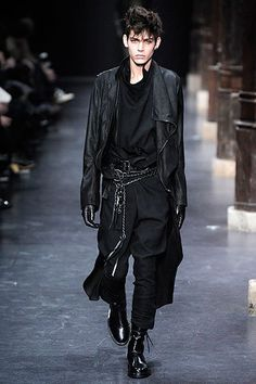 Ann Demeulemeester Fall 2010 - Look 09