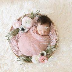 #newbornphotographer #floralnewborn #seoulphotographer I think I found my style! #flowersplusnewbornbabies = amazing