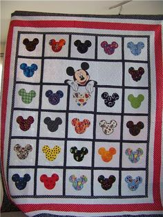Mickey Mouse quilt- love it! Instead of Mickey at the top, maybe child's name apped with Disney font. Mickey Mouse Quilt, Minnie Mouse, Quilting Projects, Quilting Designs, Sewing Projects, Quilting Ideas, Quilt Baby, Patchwork Quilting, Applique Quilts