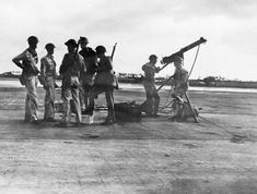 Anti-aircraft gunners of the United States Army who fired on the Japanese planes during the surprise attack on Pearl Harbor on Dec. in Wheeler Field, Hawaii. Pearl Harbor 1941, Pearl Harbor Attack, Uss Arizona, Japanese Film, Japanese American, Roosevelt, Hiroshima, Us History, American History