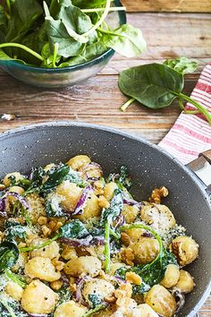 Gnocchi with ricotta, baby spinach and walnuts cooking ti . - Gnocchi with ricotta, baby spinach and walnuts spinach cooking tips cooking t - Gnocchi Recipes, Soup Recipes, Dinner Recipes, Dessert Recipes, Vegetarian Italian, Vegetarian Recipes, Healthy Recipes, Dinner With Ground Beef, Cooking For Beginners
