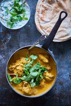 Butter chicken - Den indiske favorit! Wine Recipes, Indian Food Recipes, Real Food Recipes, Chicken Recipes, Cooking Recipes, Yummy Food, Gourmet Cooking, India Food, Dinner Is Served