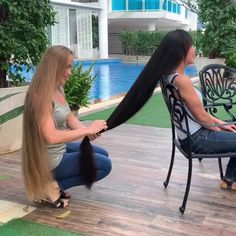 Two ladies with very long hair. Taken care of there hair. I hope the blonde doesn't bring a pair of scissors. Bun Hairstyles For Long Hair, Trending Hairstyles, Pretty Hairstyles, Natural Wavy Hair, Natural Hair Styles, Long Hair Styles, Cut My Hair, Long Hair Cuts, Rapunzel Hair