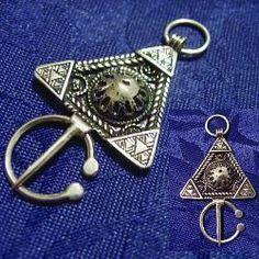 Il tesoro dei Berberi, i gioielli in argento del Marocco, simboli e talismani del popolo berbero (amazigh = uomini liberi) - Fibula