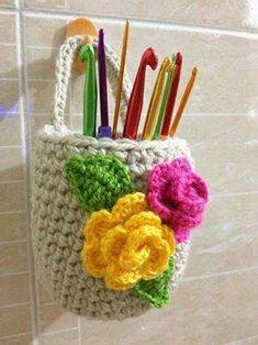 Crochet basket and wicker models for craftsmen Crochet Video, Crochet Diy, Crochet Home, Love Crochet, Crochet Gifts, Stitch Crochet, Crochet Flower Patterns, Crochet Designs, Crochet Flowers