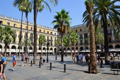 Plaça Reial: home to Gaudí's first commissioned works. Image by Cha già José / CC BY-SA 2.0