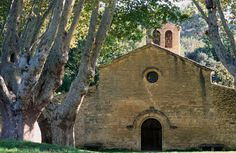 Vaugines, Church - Luberon - Provence - http://www.provenceguide.co.uk/home/vaucluse-in-provence/what-to-do-and-see/culture-and-architecture/major-sites-and-monuments/foliot/1.aspx