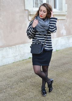 http://topknotandteacups.com/col-chemine-mariniere-derbies/ #ootd 1outfit #fashionblogger #fashioninspiration #mariniere #stripedtop #colroulé #redlips