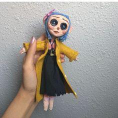 Coraline Doll, Laika Studios, Birthday Presents For Friends, Doll Drawing, Biscuit, Cute Wild Animals, Creepy Dolls, Diy Doll, Craft Ideas