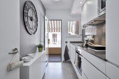 https://www.homify.es/libros_de_ideas/30537/6-ideas-para-decorar-tu-cocina DECORACION Y ASESORAMIENTO DE PISO TURISTICO JUNTO AL PARQUE GUELL DE BARCELONA BY HOME DECO : Cocinas de estilo moderno de Home Deco Decoración