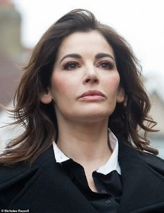 Dramatic entrance: Nigella Lawson after she emerged from a people carrier outside the court in West London 5 december 2013 Nigella Lawson, John Diamond, Trinny Woodall, Divorce Online, Tv Chefs, Life Problems, West London, Trying To Lose Weight, New Image