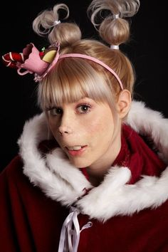 WHO& THAT GURRRL! - how the grinch stole christmas - Cindy Lou who grinchchristmasparty Grinch Party, Le Grinch, Cindy Lou Who Hair, Cindy Lou Who Costume, Der Grinch Film, The Grinch Movie, Grinch Christmas Party, Christmas Costumes, Christmas Parties