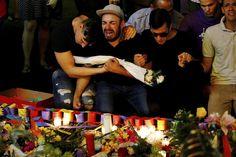Een man huilt bij een herdenkingsdienst, een dag na de schietpartij bij homoclub Pulse in Orlando. Reuters/Carlo Allegri
