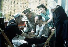 Sailors at a vintage tattoo shop. Sailor Jerry, First Tattoo, Get A Tattoo, Tattoo Shop, Havana, Old Tattoos, Vintage Tattoos, Pin Up, Tatuagem Old School