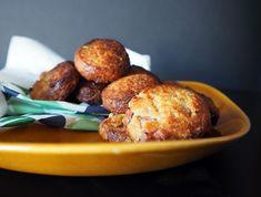 Kruimelige koekjes met brie, gerookte ham en een tikkeltje zoet.