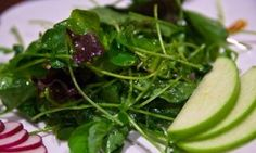 Easter Healthy Recipes – Field Green Salad with Pear and Almonds #healthy #salad