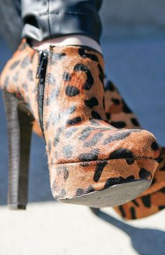 Love me some leapord booties! High Heel Boots, Heeled Boots, Bootie Boots, Shoe Boots, Cute Shoes, On Shoes, Me Too Shoes, Animal Print Fashion, Animal Prints