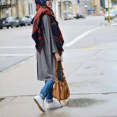 sporty casual hijab with sneakers, Sporty hijab street style http://www.justtrendygirls.com/sporty-hijab-street-style/