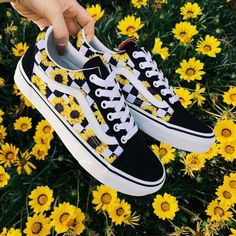 Shoes Aesthetic shoes Vans sneakers Vans shoes Outfit shoes Best baby shoes Would you wear this amazing snkrs vans Cute Sneakers, Vans Sneakers, Sneakers Workout, Converse Shoes, Cool Vans Shoes, Kicks Shoes, Vans Shoes Fashion, Best Baby Shoes, Custom Vans Shoes