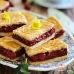 Az igazi meggyes linzer Hungarian Desserts, Hungarian Recipes, Sweet Recipes, Cake Recipes, Torte Cake, Just Eat It, Homemade Cakes, Sweet And Salty, Winter Food
