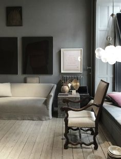 Minimalist Living Room Ideas - Looking to simplify as well as improve your home? Right here minimalist living rooms that will inspire your spring-cleaning efforts. Minimalist Living, Minimalist Decor, Living Room Interior, Living Room Decor, Living Room Designs, Living Spaces, Living Rooms, Interior Exterior, Interior Design