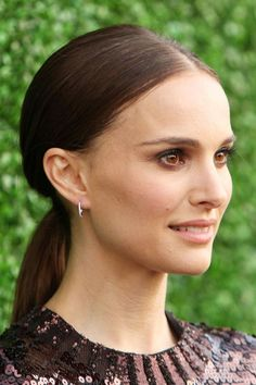 Natalie Portman: Hair Style File Natalie Portman Red Carpet Hair And Hairstyles Hairstyles For Round Faces, Cool Hairstyles, Shoulder Length Blonde, Nathalie Portman, Sleek Bob, Shave Her Head, Red Carpet Hair, Sleek Ponytail, Shaved Head