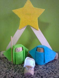 Presépio com Rolhas Nativity, Sagrada Familia, Corks, Recycling, Crafts, School, Little Girls, Brazil, Christmas Christmas