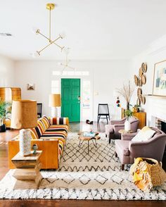 Kelly green door, modern eclectic boho living room decor looks so cozy!