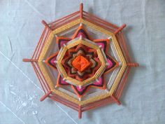 mandala tejido con lana 30 cmtr. Art, Gods Eye, Eyes, How To Make, Tejidos, Projects, Life, Weaving, Art Background